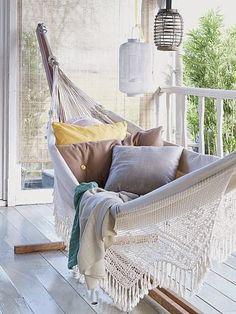 Michelle - Blog #Hammock in #Balcony Fonte : http://kimtimmerman.com/category/stills/