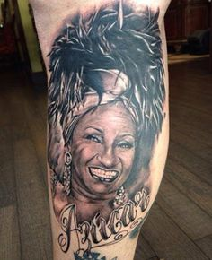 Sus nombres e imágenes representan la cultura latina en muchos ámbitos.  Sus vidas se han convertido en verdaderos símbolos de inspiración para gente de a pie, pintores, cineastas o novelistas. Incluso el mundo de la moda y la publicidad los escogen como reclamo. Dentro del arte del tatuaje supone todo un reto para el artista tatuador captar sus miradas y los mejores gestos. Un ejemplo de ello son estos magníficos tatuajes de retrato.: Celia Cruz