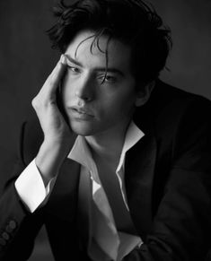 Outtake of Cole's old L'uomo Vogue photoshoot - Cole Sprouse Hot, Cole Sprouse Jughead, Dylan Sprouse, Desenho Harry Styles, Vogue Photoshoot, Riverdale Cole Sprouse, Dylan And Cole, Riverdale Cast, Photo Tips