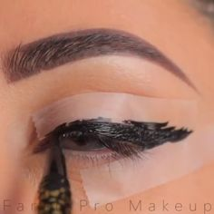 eyeliner hacks for beginners . eyeliner hacks for beginners videos Eyeliner Hacks, Eyebrow Makeup Tips, Makeup Eye Looks, Eye Makeup Steps, Makeup 101, Skin Makeup, Eyeshadow Makeup, Eyeliner Styles, Easy Eyeliner