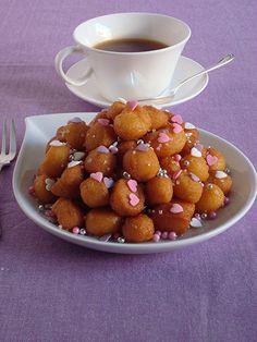 I miei purceddhruzzi. I purceddhuruzzi o purcedduzzi sono un dolce di natale tipico del salento. A base di farina, lievito, alcol o vino e acqua, i purcedduzzi, una volta fritti, vengono conditi con miele, anesini, pinoli e mandorle tostate.