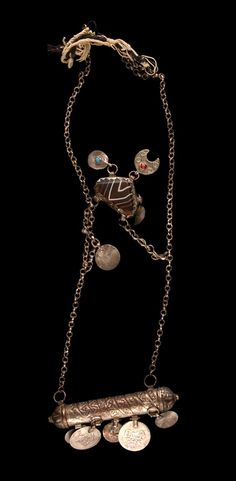 Syria - Dimashq, Damascus | Woman's necklace ~ hamalat ~ silver, agate and glass beads.  ca. 1967 or earlier. // ©Quai Branly Museum. 71.1967.100.49