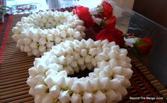thai flower garlands - Phuang malai are also made bracelet style, again with at least two tails