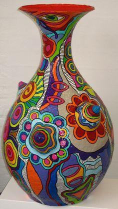 Waldie van Wetten - groot en kleurrijk - Crafts For The Times Paper Mache Projects, Paper Mache Clay, Paper Mache Sculpture, Paper Mache Crafts, Clay Art, Art Projects, Sculpture Ideas, Ceramic Sculptures, Bottle Painting