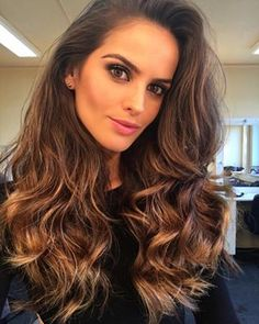 An angel in front of me ! How I wish I had the spark of femininity, that makes as bright and incredibly beautiful these women ! Izabel Goulart, Different Hairstyles, Cool Hairstyles, Elite Model, Hair Color Dark, Long Locks, Hair Highlights, Ombre Hair, Beauty Women