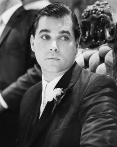 Ray Liotta in Suit from Goodfellas Ray Liotta, Celebrity Portraits, Sophia Loren, Movie Photo, Celebrity Look, Attractive Men, Famous Faces, Old Hollywood, Movie Stars
