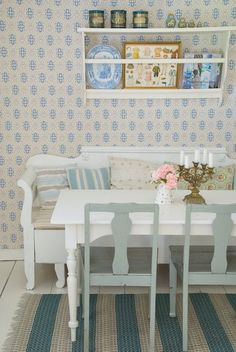 This vignette is so quintessentially Swedish from the painted plate rack and grey and white furniture to the delicately patterned wallpaper (photography by Sonja Bannick). The chalky colour palette is perfect for a summerhouse Swedish Cottage, Swedish Decor, Decor Scandinavian, Swedish Design, Cottage Style, Interior Exterior, Interior Design, Red Houses, Swedish Interiors