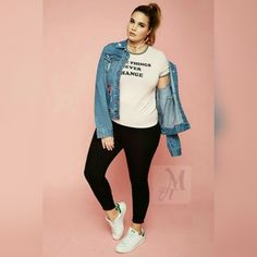 Cute Outfits For Plus Size Women. Graceful Plus Size Fashion Outfit Dresses for Everyday Ideas And Inspiration. Plus Size Refashion. Dress With Jean Jacket, Jean Jacket Outfits, Denim Jacket Outfit Summer, Look Plus Size, Plus Size Casual, Plus Size Leggings, Plus Size Jeans, Curvy Outfits, Casual Outfits