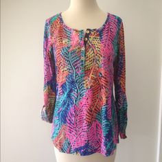 """Lilly Pulitzer """"Bright Navy Electric Feel"""" Top Lilly Pulitzer """"Bright Navy Electric Feel"""" janelle top. EUC. 100% cotton. Machine wash cold, tumble dry. No trades or Paypal please. Lilly Pulitzer Tops"""