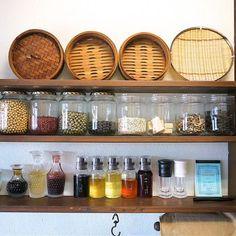 豆や乾物の保存にも便利で、たくさん種類を置くとカラフルで見た目もとっても美しい。楽しく飾れて料理の幅も広がるなんて嬉しいことばかり!