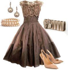 Robe brune et accessoires beiges