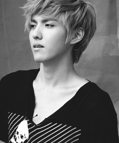 A rly good pic of the ever so handsome Kris O_O
