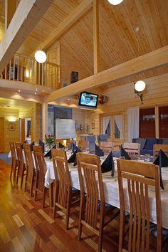 Lapponia House 320 'Levi President' hirsitalo on terve hengittävä koti. Lämpöhirsi tai lamellihirsi. Osatoimituksena tai muuttovalmiina. Koti, Log Homes, Presidents, Conference Room, House, Table, Furniture, Home Decor, Timber Homes