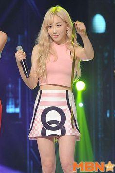 150826 Taeyeon SNSD - Lion Heart @Show Champion