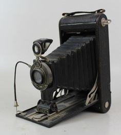 Old Eastman Kodak folding vintage Camera No 3 Autographic black Kodak Camera, Box Camera, Retro Camera, Camera Gear, Camera Hacks, Antique Cameras, Old Cameras, Vintage Cameras, Photography Camera
