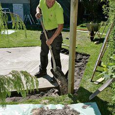 Slik lager du en blomstrende gjerde - viivilla.no Wrought Iron Fences, Backyard Landscaping, Garden Ideas, Gardening, Landscape, Gardens, Garden Landscaping, Patio, Backyard Landscape Design