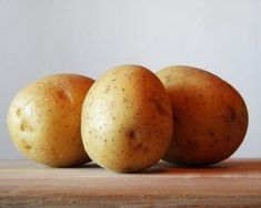 Growing potatoes with aeroponics is a simple, sustainable alternative to traditional potato farming. It could be the method of the future to feed the world. Potato Health Benefits, Benefits Of Potatoes, Frozen Potatoes, Cheesy Potatoes, Grow Potatoes, Hearty Potato Soup Recipe, Superfood, Leftover Potatoes, Raw Potato