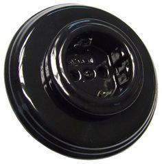 Vackert runt eluttag i svart porslin från Fontini. För infällnad i apparatdosa. Såväl insats som ram i porslin. http://www.sekelskifte.se/eluttag-svart-porslin-1-facksram-fontini/3377-0