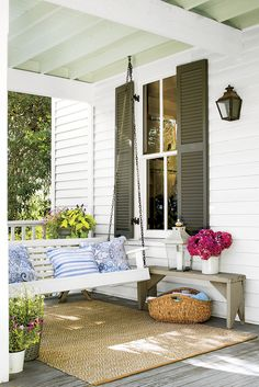 18 Amazing Rustic Porch Swing Design Ideas - Porch swing are constructed from all sorts of different woods, plastics, resin plastic, even certain metals like aluminum. Porch swings can add a sort of casual touch and feel to a person's home. Southern Porches, Southern Homes, Southern Living, Farmhouse Front Porches, Outdoor Rooms, Outdoor Living, Outdoor Decor, Outdoor Patios, Outdoor Kitchens