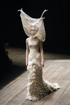 Alexander McQueen Ready to Wear Fall 2006 Photo 11