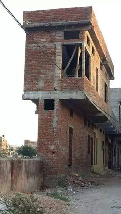 What you say about this architecture. This is built in pakistan. Village House Design, House Front Design, Small House Design, Front Elevation Designs, House Elevation, Style At Home, Architecture Fails, Building Fails, Bungalow Haus Design