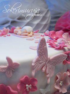 Sokerimuruja : Kun on oikein pieni voi levätä kukassa tuoksuvassa. Onnea pienelle tyttövauvalle! Ristiäiskakku pienelle prinsessalle. / Christening cake for a baby girl <3