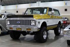 1st gen K5 Blazer... sharp paint job