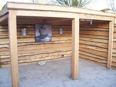 Used look: wooden boards create this garden shed or garden pavilion Back Gardens, Outdoor Gardens, Porch Veranda, Garden Pavilion, Garden Storage Shed, Covered Garden, Garden Bar, Pallets Garden, Backyard