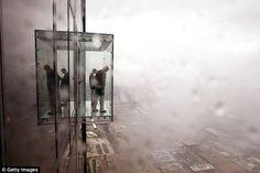 Balcón de cristal en la Torre Sears, en Chicago.