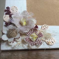 Dettagli fiori di stoffa shabby