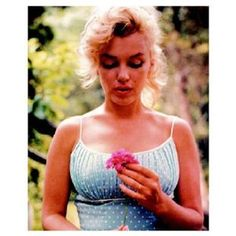Marilyn Monroe (Flower, Blue Dress)