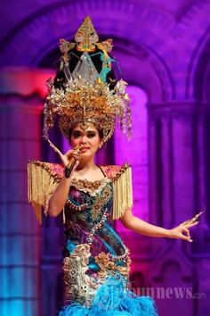 Couture headpieces by Oscar Daniel for Indonesia Singer, Syahrini