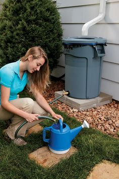 With this simple rain barrel, you can collect rainwater to irrigate your garden or lawn, wash your car, and top off your swimming pool or hot tub.