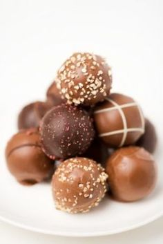 Chocolate Truffles or Truffles Underground - The Reluctant Gourmet I Love Chocolate, Chocolate Shop, Chocolate Factory, Chocolate Truffles, Chocolate Desserts, Chocolate Covered, All You Need Is, Fudge, Homemade Candies