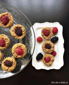 Brioşe cu fulgi de ovăz (fără făină şi fără zahăr) - Noi doi si bebe Healthy Sweets, Keto Recipes, Deserts, Muffin, Breakfast, Food, Banana, Bebe, Morning Coffee