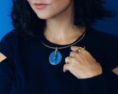 All about details   As belezas inconfundíveis de @isabellablanco e a minha escolha em colar de sodalita ouro e diamantes da coleção inspirada nos elementos do Egito. E eu sempre me apaixono por esse trabalho precioso!  #AliceFerraz #FhitsWish #JoiasComHistoria