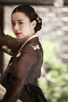 "Added new stills for the upcoming Korean movie ""Haeeohwa"" @ HanCinema :: The Korean Movie and Drama Database Korean Traditional Dress, Traditional Fashion, Traditional Dresses, Korean Dress, Korean Outfits, Korean Beauty, Asian Beauty, Bh Entertainment, Style Anime"
