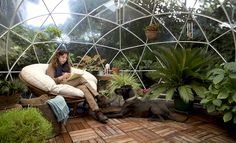 湿度と温度が保たれた空間で、植物や野菜を育てるコンサバトリー(温室)。全面透明なガラス張りで、燦々と太陽の光が降り注ぐ、あの空間に着想を得て製作したテ...