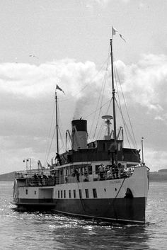 Largs July 1966 - DEPV Talisman approaches from Millport. Vintage Pictures, Old Pictures, Steam Boats, Take The High Road, West Coast Scotland, Halcyon Days, Seaside Resort, Queen Mary, Steamer