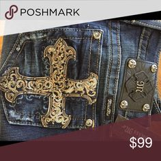 MISS ME signature-rise skinny 32/32 NWT JUST IN MISS ME signature row skinny 32/32 beautiful fancy cross jeans.  These are so popular.  Price is firm  Miss Me Jeans Skinny