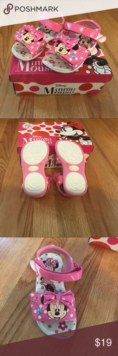 Minnie mouse size light up sandals Toddler Size 7 Minnie mouse light-up sandals toddler size 7 Brand New!Have been tried on but never been worn outside Shoes Sandals & Flip Flops