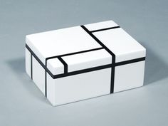 Black & White Lacquer Medium Box * Click Image To Enlarge