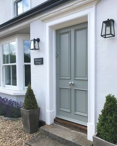 Look at this necessary pic and also look at today guidance on Bungalow Homes Redesign Front Door Porch, Front Door Entrance, House Front Door, Front Entrances, Front House Lights, Cottage Style Front Doors, Doorway, Front Door Design, Front Door Colors