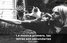 Querer ser otra persona es un desperdicio de la persona que eres. Kurt Cobain Frases, Beatles, Kurt Cobian, We Remember, The Rock, Memes, Good Music, Music Genre, Sayings