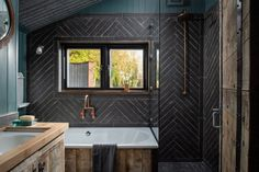 Fotka článku Bath Tub For Two, Crantock Beach, Off Grid Cabin, Make Do And Mend, Teal Walls, Rainfall Shower, Granny Flat, Exposed Wood, Wet Rooms