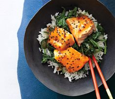 Light & Easy Fish Recipes Asian Salmon Bowl with Lime Drizzle. Heart-protecting fats in salmon also help your skin stay healthy.Asian Salmon Bowl with Lime Drizzle. Heart-protecting fats in salmon also help your skin stay healthy. Easy Fish Recipes, Salmon Recipes, Asian Recipes, Healthy Recipes, Salmon Food, Lime Recipes, Salmon Salad, Seafood Dishes, Seafood Recipes