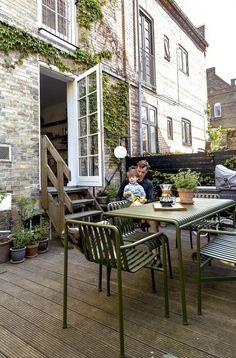 Unique Lawn-Edging Ideas to Totally Transform Your Yard - The Trending House Outdoor Spaces, Outdoor Living, Outdoor Decor, Back Patio, Balcony Garden, Porches, House Tours, Interior And Exterior, Outdoor Gardens