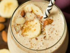 recette-de-smoothie-banane-et-lait-damande-recette-savoureuse