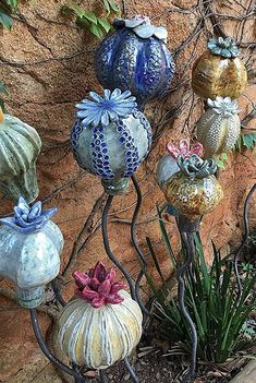 Bulbs burning at 1280 degrees in a gas oven. - Bulbs burning at 1280 degrees in a gas oven. Ceramic Flowers, Clay Flowers, Clay Projects, Clay Crafts, Ceramic Pottery, Ceramic Art, Forno A Gas, Cerámica Ideas, Garden Totems
