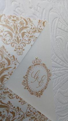Convite Dourado com Monograma